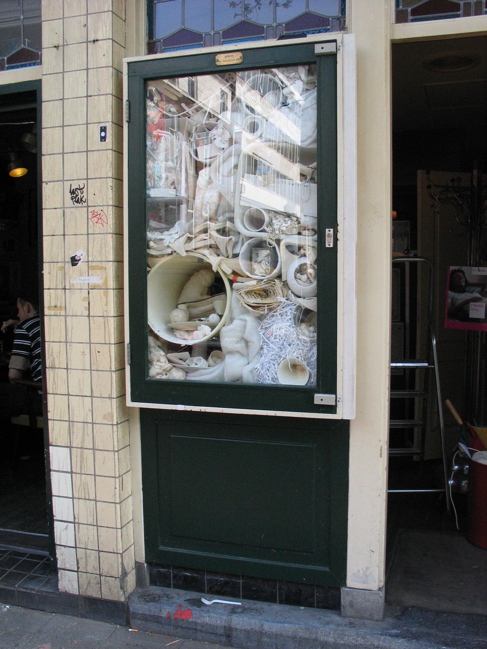 Archief WIT, Collectief Archief werk 2, diverse witte objecten, Galerie De Aanschouw, Rotterdam, 2007