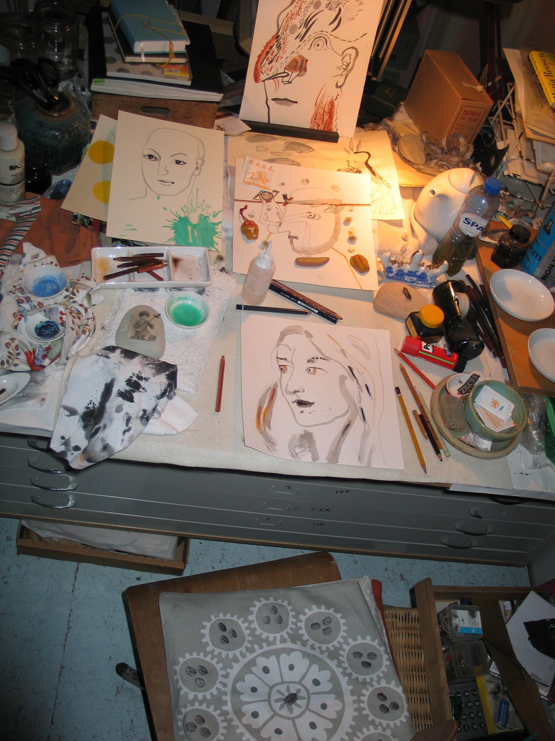 Atelierhoek 3 september 2013, met kleine tekeningen 2013