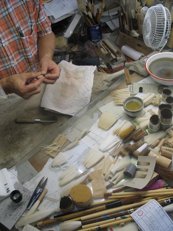 de punt van het penseel wordt gevormd (Kumano, Japan, 24 september 2014)