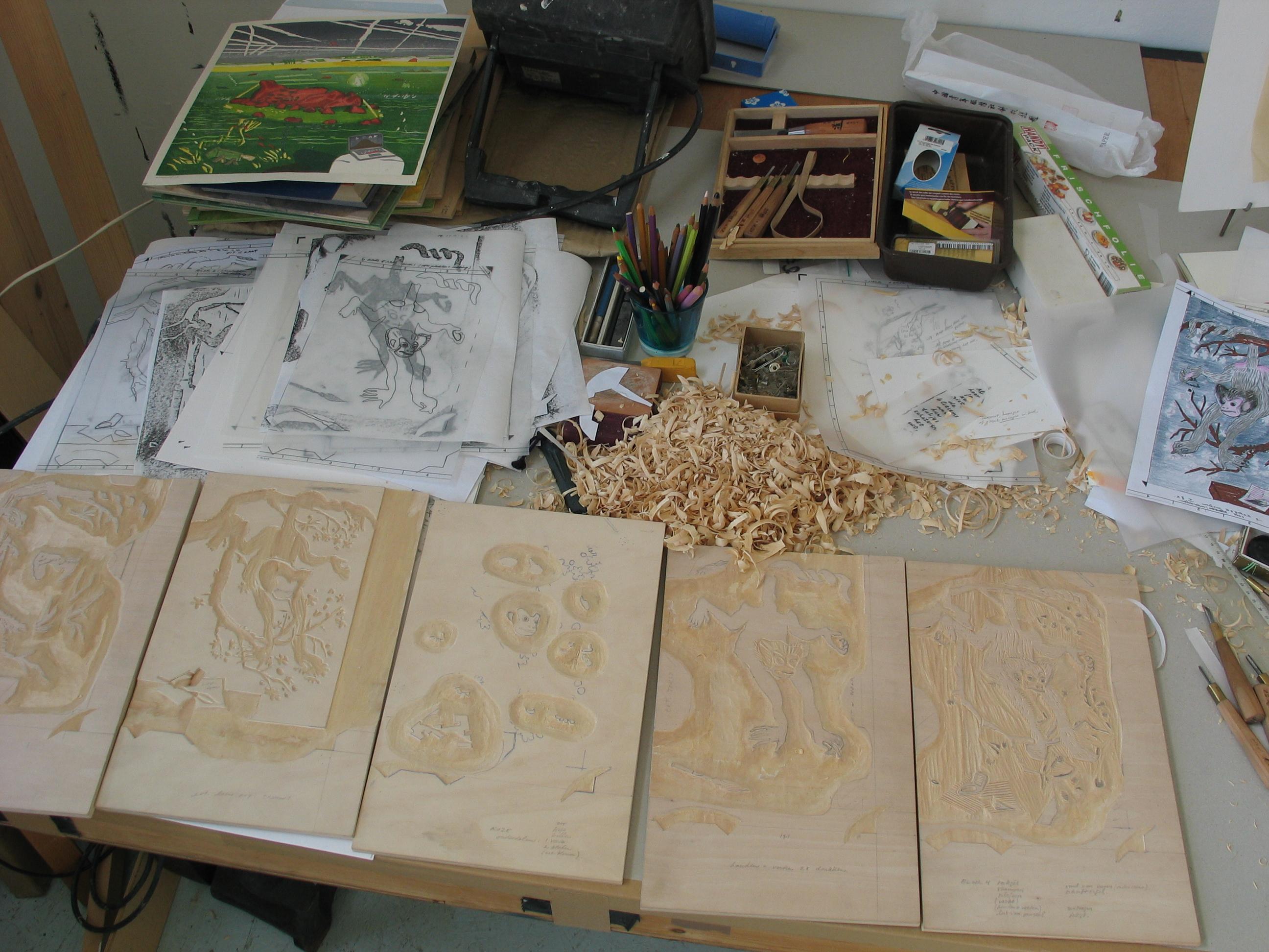Houtsnede 'Joy' bestaat uit vijf blokken, het snijwerk is bijna gedaan, Atelier, oktober 2009